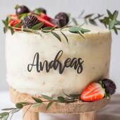 Ønsker du det lille ekstra til din fantastiske festkake? 🥳Personlig dekor som gjør kaken perfekt finner du hos oss på www.annamor.no . foto @littlemiphotography