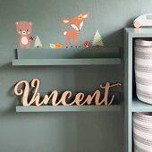 Vårt navneskilt passer godt inn på det nydelige barnerommet til @idaringvold 😍Se vårt utvalg på www.annamor.no