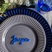 Gi dine gjester et varig minne fra festen ✨Våre stilfulle bordkort passer til alle anledninger 💃🏻 Med fleksibel stil og farge kan de tilpasses til ethvert festbord ✅Se vårt utvalg på www.annamor.no . 📷 @littlemiphotography